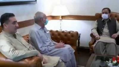 وزیراعلیٰ پنجاب سردار عثمان بزدارسے پاکستان تحریک انصاف کے رہنما مہدی بھٹی اور رکن قومی اسمبلی شوکت بھٹی کی ملاقات