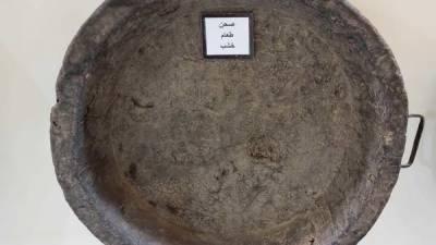 سعودی شہری کےعجائب گھر میں 300 برس قدیم لکڑی کی پلیٹ