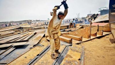 ہاوسنگ، تعمیرات پیکج سے شعبے میں بہت سی معاشی سرگرمیوں سے وابستہ صنعتوں کو فروغ ملا ہے. شوکت ترین