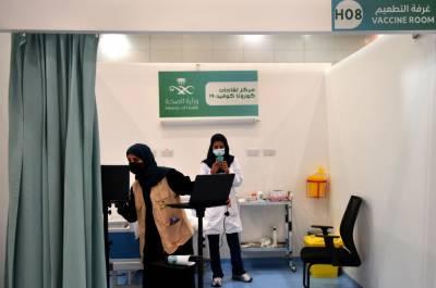 سعودی عرب میں ویکسین نہ لگوانے والوں پر پابندیوں کا اعلان