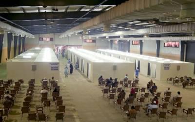 کراچی، ایکسپو سینٹر کے ویکسینیشن سینٹر میں ویکسین کی قلت پیدا ہوگئی