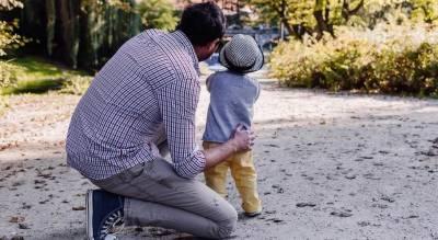 والد سے محبت کے اظہار کیلئے بین الاقوامی فادرز ڈے آج منایا جارہا ہے