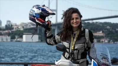 ترک خاتون موٹرسائیکل پر تنہا افریقا گھومنے نکل پڑیں
