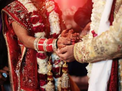 بھارت میں اکثر لوگ کسی دوسرے مذہب میں شادی کی مخالفت کرتے ہیں، پیو سروے
