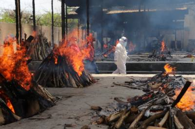 بھارت میں کورونا سے مزید 800 اموات، ہلاکتیں 4 لاکھ سے تجاوز کر گئیں