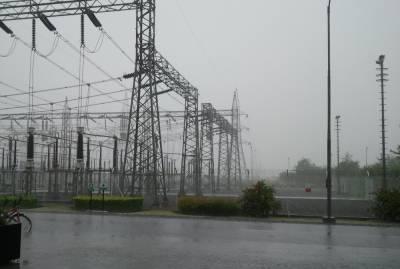 کراچی میں مون سون کی پہلی بارش کے ساتھ ہی متعدد علاقوں میں بجلی کی فراہمی معطل