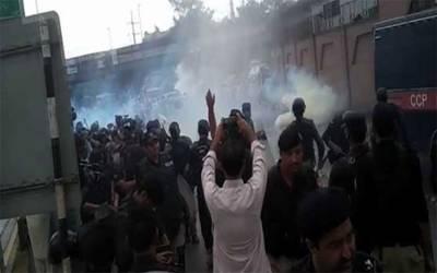 پشاور: سرکاری ملازمین کا تنخواہوں میں اضافے کیلئے اسمبلی چوک پر احتجاج