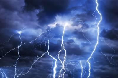 آسمانی بجلی گرنے سے نیلم میں 3افراد جاں بحق ،2زخمی