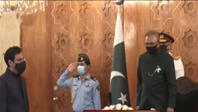 چوہدری مونس الٰہی نے وفاقی وزیر کے عہدے کا حلف اٹھالیا