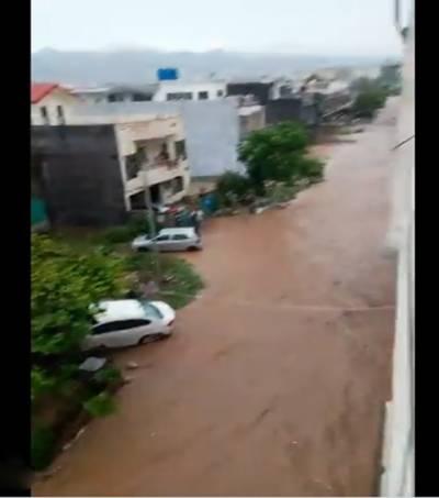 موسلادھار بارش: جڑواں شہر ڈوب گئے، پشاور موڑ انٹر چینج بند
