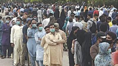 کراچی ایکسپو سینٹر میں ہنگامہ آرائی، ویکسی نیشن روک دی گئی