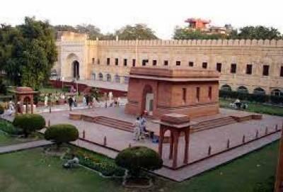 لاہور میں ڈاکٹر علامہ محمد اقبال کے مزار پر گارڈز کی تبدیلی کی پروقار تقریب