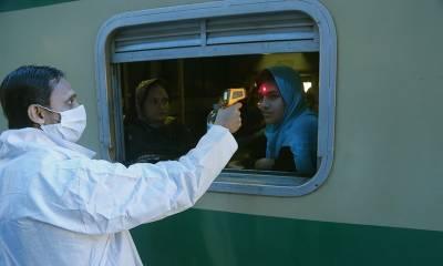 پاکستان ریلوے کا بڑا فیصلہ، کورونا ویکسین نہ لگوانے والوں کو ٹکٹ نہیں ملے گا