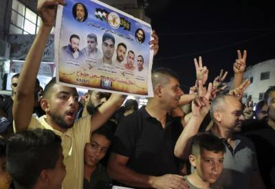 فلسطینیوں نے ہم وطنوں کی اسرائیلی قید سے فرار پر خوشی منائی، مٹھائی تقسیم