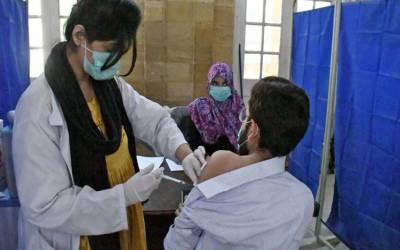 پاکستان: کورونا ویکسین لگانے والوں کی تعداد 7 کروڑ سے تجاوز کر گئی