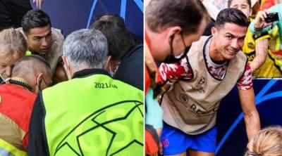 رونالڈو کا اسپورٹس مین اسپرٹ کا مظاہرہ، گیند لگنے پر خاتون کی خیریت پوچھنے پہنچ گئے