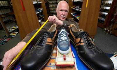 دنیا کے سب سے بڑے پاوں کے لیے جوتے تیار