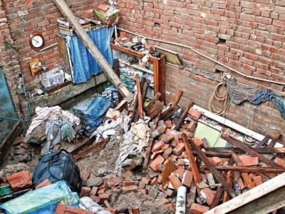 فیصل آباد، خستہ حال چھت گر نے سے 65سالہ شخص ملبے تلے دب کر جاں بحق