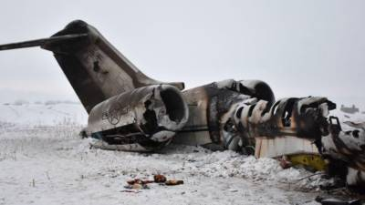 امریکی بحریہ کا لڑاکا طیارہ گھر پر گر کر تباہ