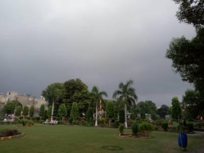 لاہور اور پنجاب کے مختلف علاقوں میں بارش سے موسم خوشگوار