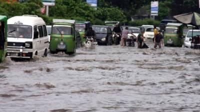 لاہور: گرج چمک کے ساتھ موسلادھار بارش، نشیبی علاقوں میں پانی ہی پانی