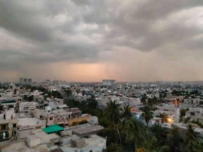 کراچی: پھر بارش برسانے والے بادلوں کی انٹری