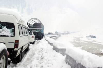 بابوسر ناران شاہراہ پر شام 4 سے صبح 9 بجے کے درمیان ٹریفک پر پابندی لگا دی گئی
