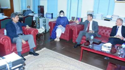 وفاقی وزیر برائے قانون و انصاف بیرسٹر فروغ نسیم سے برطانوی ہائی کمشنر کی ملاقات