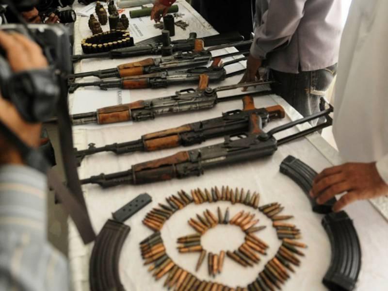 کشمور:پنجاب میں اسلحہ سمگل کرنے کی کوشش کار سے بھاری تعداد میں اسلحہ برآمد، 3 افراد گرفتار