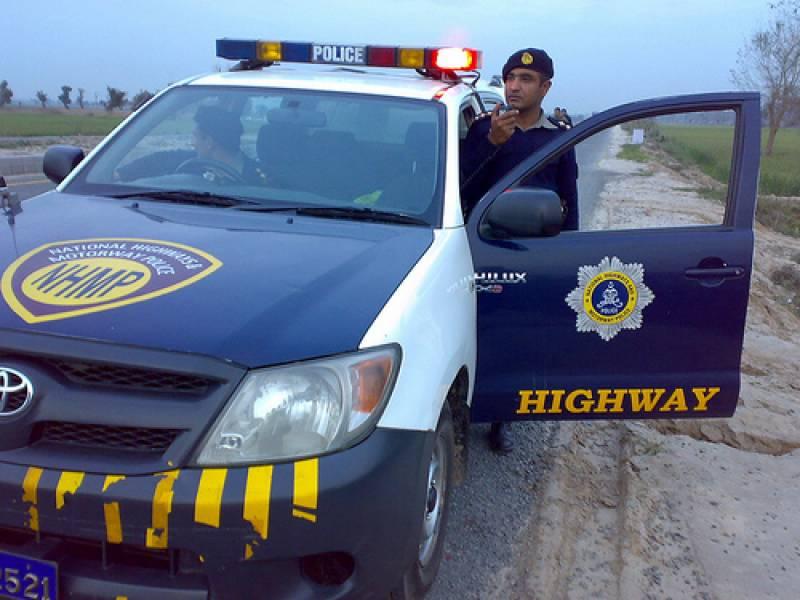 نیشنل ہائی وے پولیس کی موٹرسائیکل سواروں کو حادثات سے بچانے کیلئے مہم جاری
