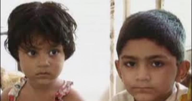 غربت سے تنگ ماں نے بچے سابق شوہر کے حوالے کردیئے