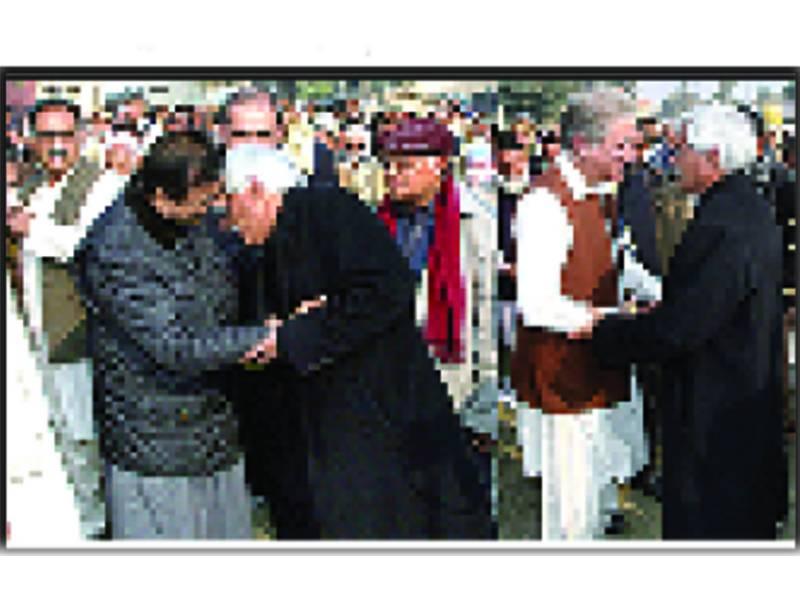 سابق ڈپٹی کلکٹر انہار غلام محی الدین کی نماز جنازہ' سیاسی و مذہبی رہنماوں و دیگر کی کثیر تعداد میں شرکت