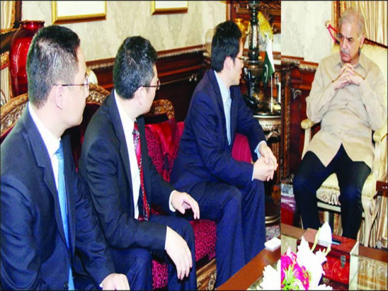 لاہور: وزیر اعلیٰ پنجاب شہباز شریف سے چین کی تعمیراتی کمپنی کا وفد ملاقات کر رہا ہے
