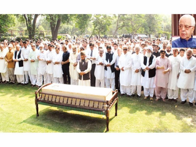 لاہور: مجید نظامی کی نماز جنازہ باغ جناح میں ادا کی جا رہی ہے'ان سیٹ میں مرحوم کی فائل فوٹو