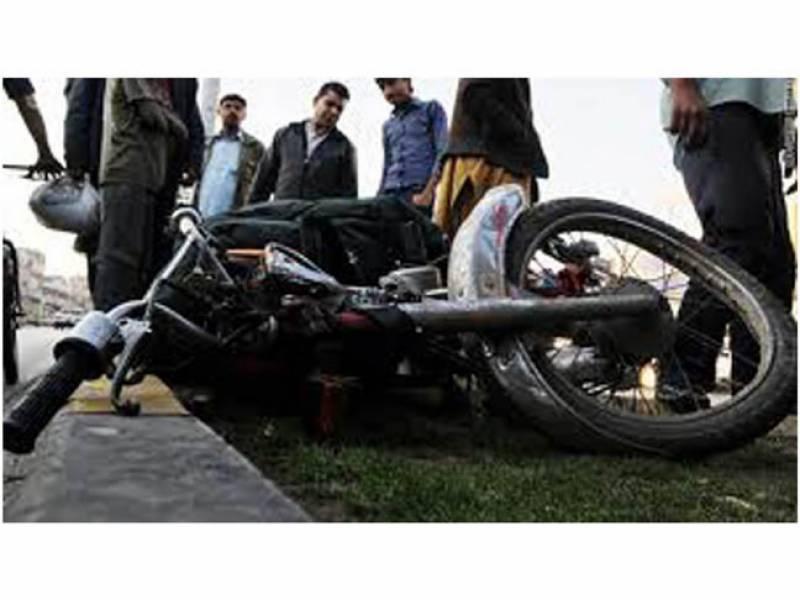 ویگن درخت سے ٹکرانے، موٹرسائیکل حادثات میں 18 افراد زخمی