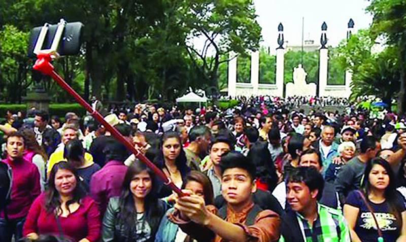 میکسیکو: 2 ہزار افراد کا بیک وقت زیادہ سیلیفیاں لینے کا عالمی ریکارڈ