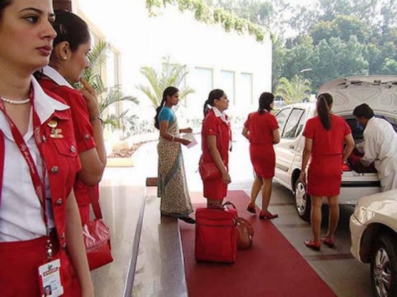 وزن کم کرنے میں ناکامی، بھارتی قومی ائر لائن کا 125 موٹی ائرہوسٹس کو فارغ کرنیکا فیصلہ
