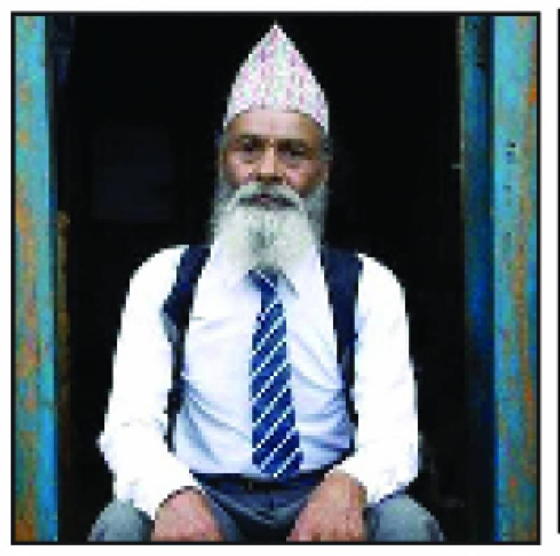 نیپال کے 68 سالہ شہری نے سکول میں داخلہ لے لیا
