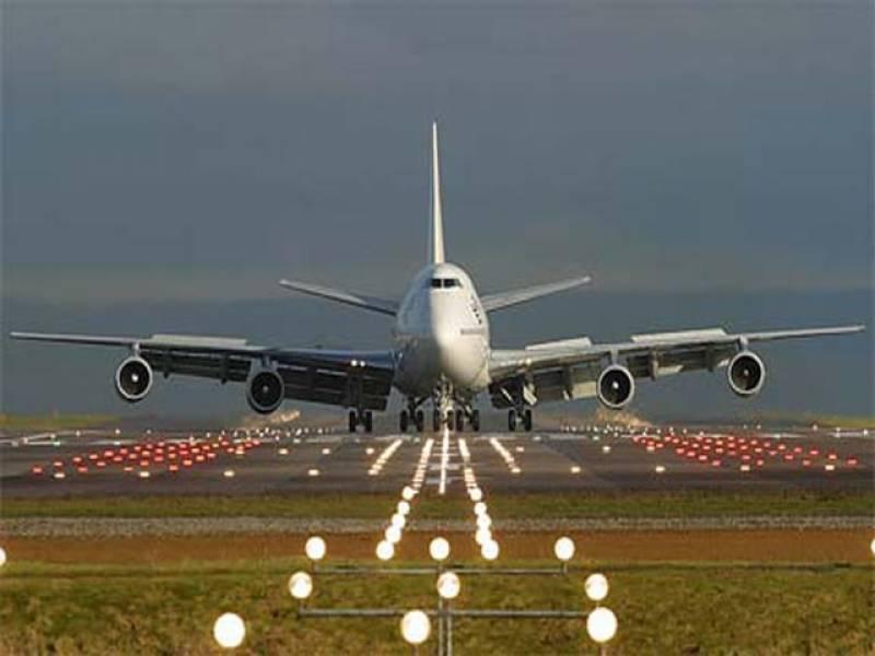 .لاہور: پرندہ ٹکرانے سے پی آئی اے طیارے کی ہنگامی لینڈنگ ، مسافر محفوظ