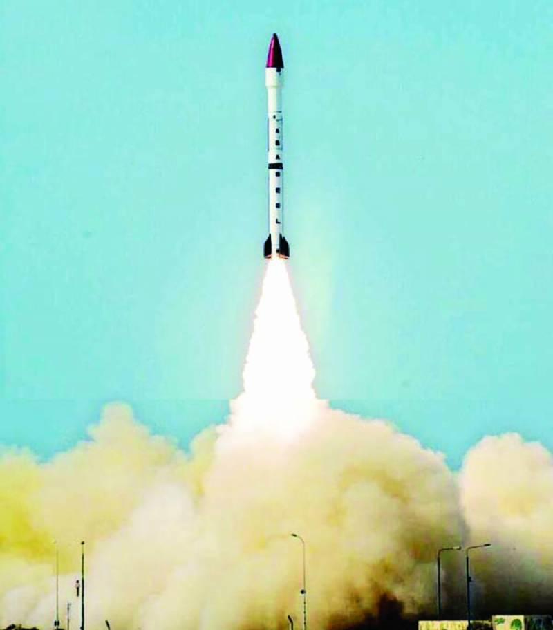 پاکستان نے راڈار کو دھوکا دیکر بیک وقت کئی ایٹم بم لے کر2200 کلومیٹر تک مار کرنے والے میزائل ''ابابیل'' کا تجربہ کر لیا