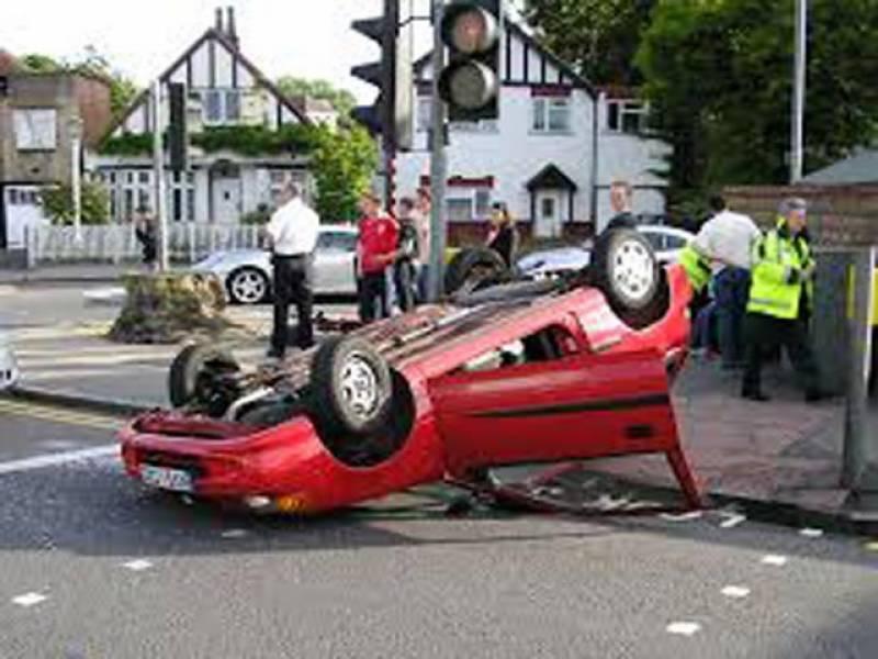 ٹریفک حادثات میں 70 سالہ شخص جاں بحق، خواتین سمیت 9 زخمی