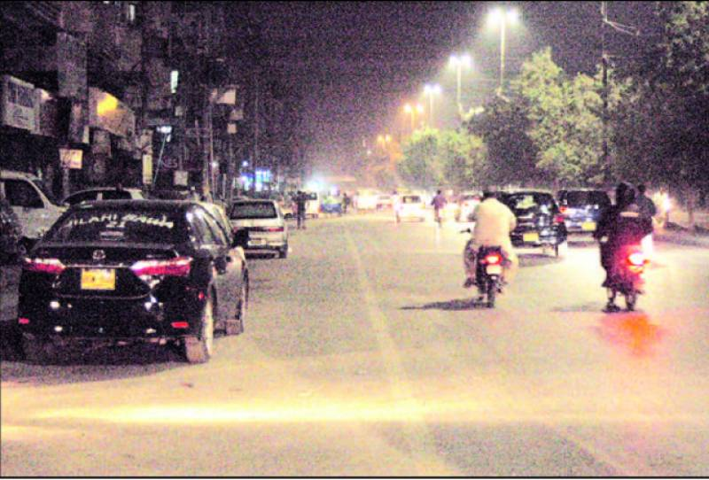 کار شو روم مالکان سے فٹ پاتھ' سڑکیں خالی کرانے کی کارروائی شروع
