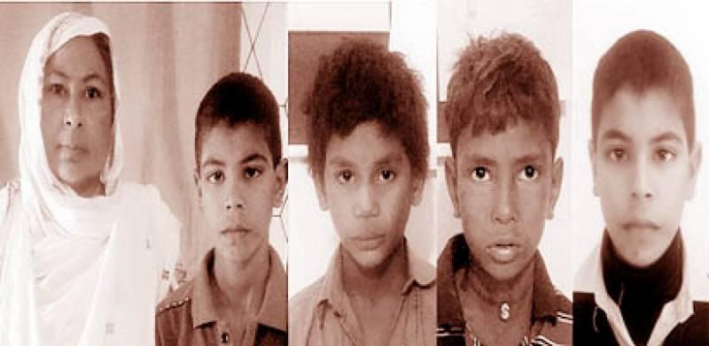 دو بھکاری بچوں کو حفاظتی تحویل میں لے لیا' ایک ورثا کے حوالے