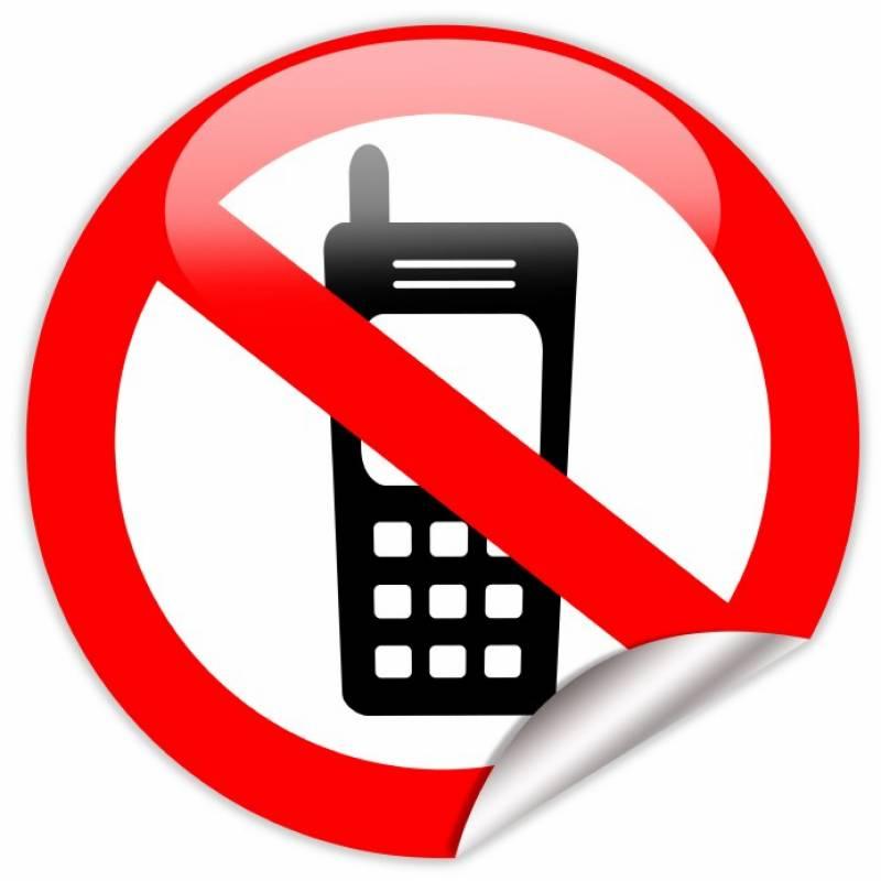 سکول اوقات میں اساتذہ پر موبائل فون رکھنے پر پابندی عائد