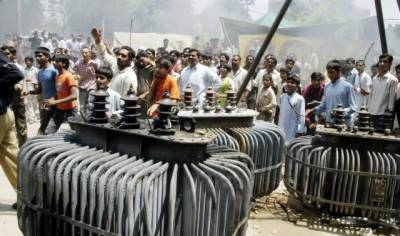 لوڈشیڈنگ اور تیل مہنگا ہونے کیخلاف پنجاب میں شٹرڈائون ' مظاہرے ۔۔۔ جھنگ میں ٹرین نذر آتش' لاہور میں واپڈا دفاتر پر حملے' توڑ پھوڑ