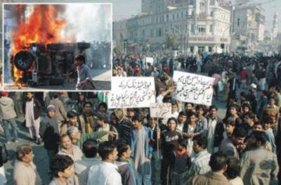 بدترین لوڈ شیڈنگ کے خلاف پرتشدد مظاہرے' توڑ پھوڑ جلاﺅ گھیراﺅ' پیپلزپارٹی رہنماﺅں کے گھروں پر حملے' چیچہ وطنی میں واپڈا دفاتر'2 تھانے نذر آتش