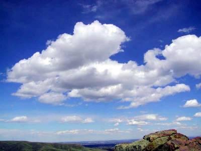 آئندہ چوبیس گھنٹوں کے دوران موسم ابرآلود' آندھی اوربارش کا امکان ہے