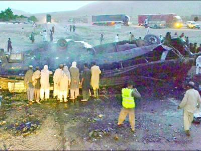 مستونگ: زائرین کی بس پر بم حملہ'3 افراد جاں بحق' کوئٹہ میں احتجاجی ریلی