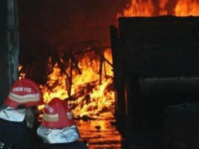 کراچی، گودام میں آتشزدگی