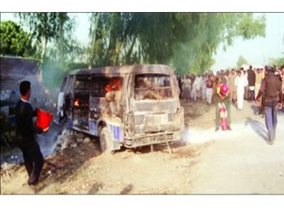 مانگا منڈی : ویگن کا سلنڈر پھٹنے سے میاں بیوی '2 بچوں سمیت 7 مسافر زندہ جل گئے